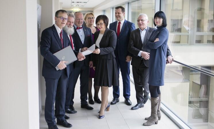 Socialdemokratai ragina Vyriausybę nepalikti medikų vienų rūpintis apsauga nuo koronaviruso